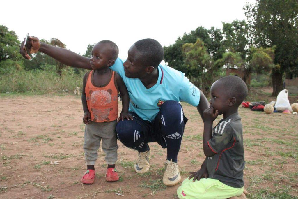 uganda pomoc